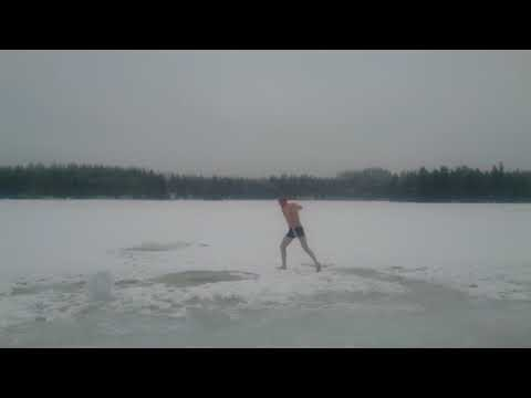 GENERAL MAKKONEN AVANTOUINTI IS BADING ICE SWIMMING