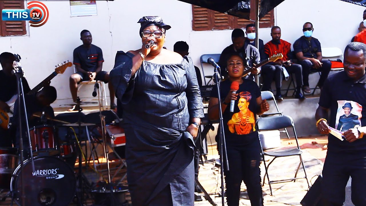 Download GHANAIAN ACTRESS & MUSICIAN MOURN With MIRACLE FILMS AT HIS FATHER'S FUNERAL