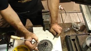Как разобрать трещётку Старт- шоссе, обслужить и собрать.How to disassemble Ratchet bike(Решил поменять резину на заднем колесе своего Старт - Шоссе(видео есть на канале). Обнаружил, что люфтит..., 2016-09-25T18:36:28.000Z)