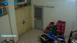 [Giamsatvn.vn] Nhóm thanh niên cậy cửa trộm 2 xe máy trong đêm
