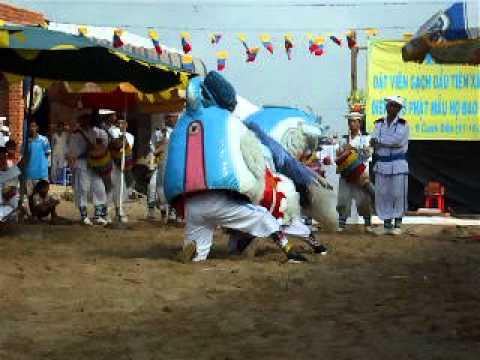 Ngọc Kỳ Lân (biểu diễn) - Cao Đài Toà Thánh Tây Ninh.AVI