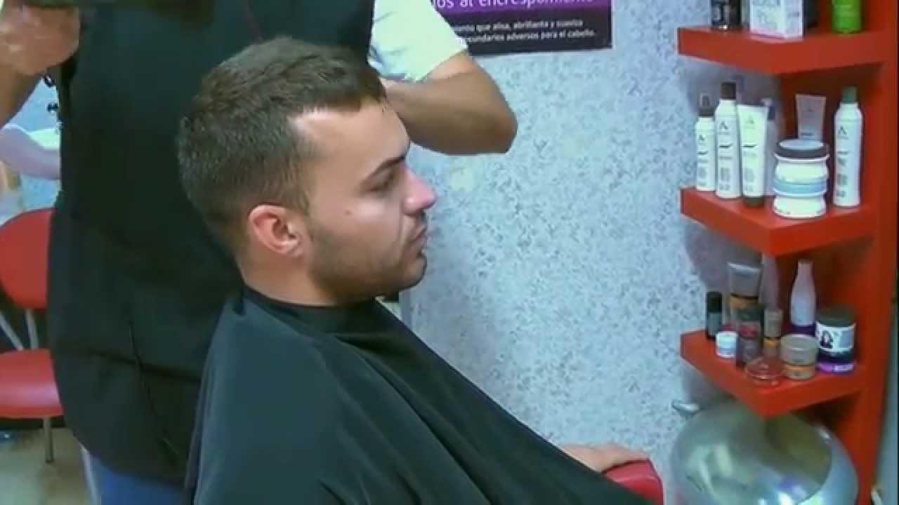Tratamiento para alisar el cabello de hombre