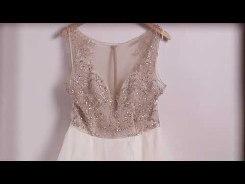 What Is A Sample Wedding Dress?