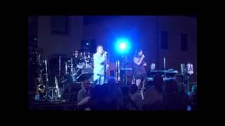 LE TUE MANI beguine suonata da RENZO E LUANA   Serravalle RSM Olnano 06 07 2011