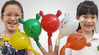 बोराम गुब्बारे के साथ खेलते हैं