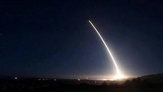 الجيش اليمني يعلن إطلاق صاروخ باليستي