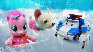 Видео про игрушки! Робокар Поли, Чичилав и Пони пробуют фрукты из бассейна!