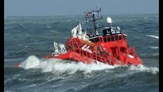 Ships in Giant Storm! Huge Waves in the Ocean