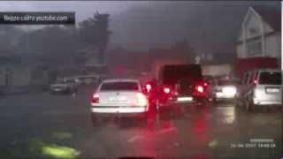 Житель Сочи попал под удар смерча. Ураган в Сочи потоп видео(В Сочи продолжают ликвидировать последствия природной стихии. Накануне на город обрушился не просто ливен..., 2013-09-26T11:37:50.000Z)