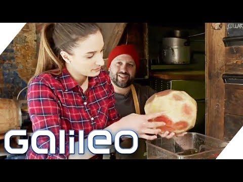 Sally testet den Wassermelonen-Braten in New York   Galileo   ProSieben