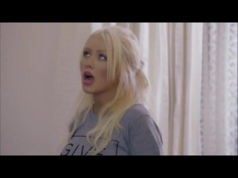 Christina Aguilera: Playing with larynx
