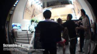 渋谷の街を歩いていたら 女の取り合いで喧嘩が起きた時の映像です。 喧...