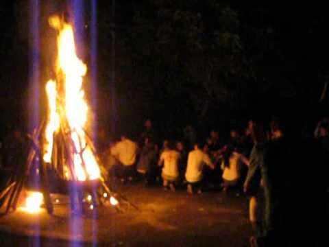 Nổi lửa lên nối vòng tay lớn