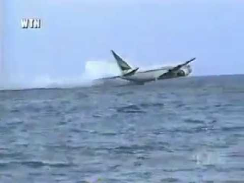 Plane crashes into the ocean +16 !