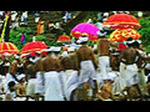 Spectacular Aranmula Vallamkali