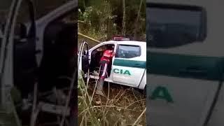 alias Mordisco Imágenes fuertes: Inescrupulosos saquean patrulla donde asesinaron tres policías, en Cauca