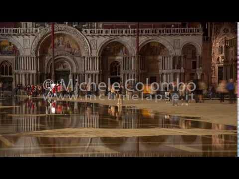 0060 - time lapse - people in San Marco square by night - 4K