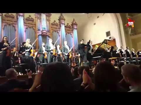 Cын Валерии Арсений Шульгин дал концерт в Большом зале московской консерватории
