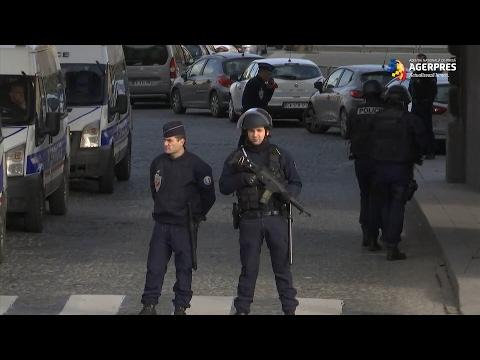 """Franța: Atac cu """"caracter terorist"""" în apropierea Muzeului Luvru din Paris"""