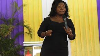 Download lagu Martha Mwaipaja akonga mioyo ya wana Mlima wa Moto Mikocheni