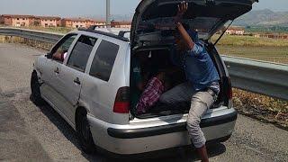 Norci na zvezi in begunci so ukradli avto