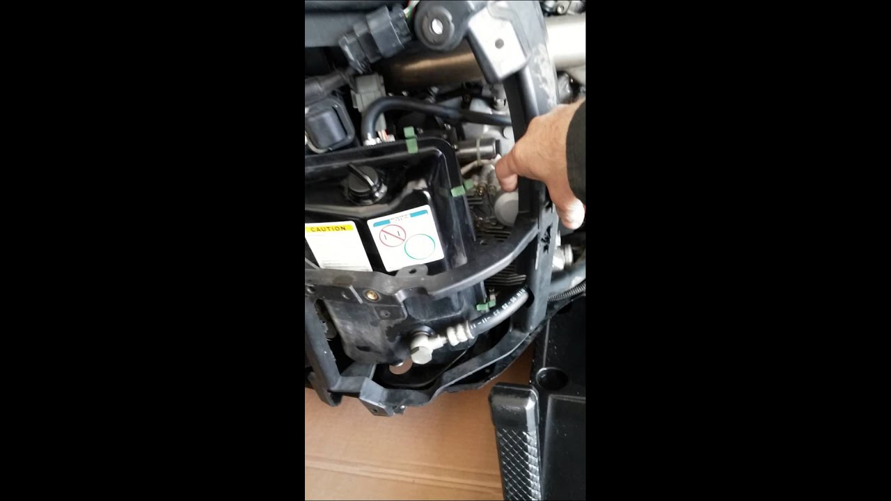 2012 can am spyder oil change tips youtube rh youtube com 2012 Can-Am Spyder Limited SRS 2012 Can-Am Spyder