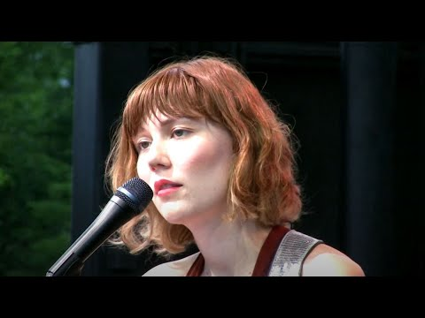 """Download Molly Tuttle, """"Gentle On My Mind"""" Grey Fox 2019"""