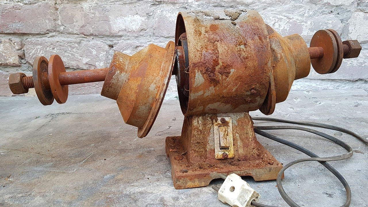 Rusted Bench Grinder - RESTORATION 220 Volts Electric Motor