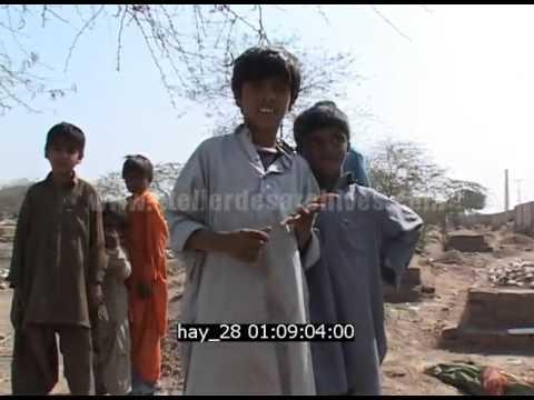 Pakistan 2008.  Lieu apres attentat - QG de campagne- chef tribaux- monde rural