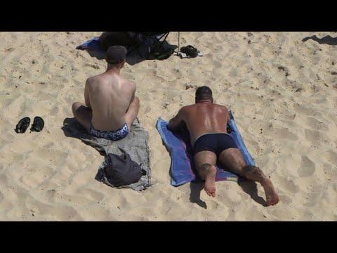 Australia swelters in record-breaking heatwave