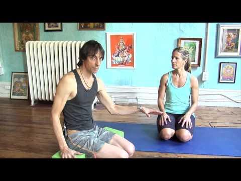 Asana Kitchen: Little Thunderbolt Knee Pain (Laghu Vajrasana)