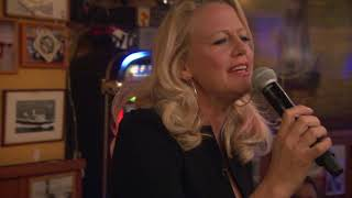 """Barbara Schöneberger """"Der blonde Engel"""" live / Inas Nacht / ARD, 26.5. 2018"""