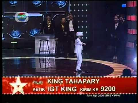 Cậu bé nhảy kiểu Michael Jackson cực ấn tượng với nghiêng người
