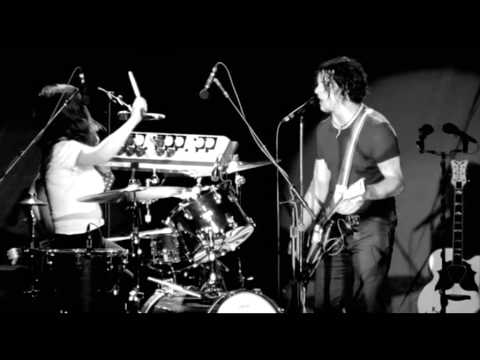 The White Stripes - Fell in Love With a Girl (Live)