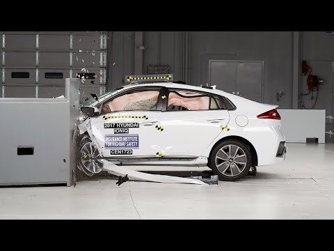 2017 Hyundai Ioniq Hybrid Driver-side Small Overlap IIHS Crash Test