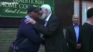بالفيديو: الكويت تستقبل جثمان عبدالحسين عبدالرضا.. ونجله يكشف سبب تأخر وصوله
