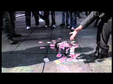 Màn ảo thuật kì lạ với những lá bài