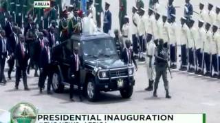 Inauguration Ceremony: Buhari inspects the soldiers on the par…