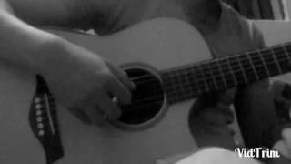 Phía sau một cô gái. Guitar