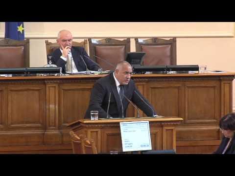 """Бойко Борисов: Истината в Бялата книга за развитието на Европа е, че не трябва да допуснем като първо - Европа на две или повече скорости, и второ – кохезията да отпадне. Aко ние искаме да сме на """"първа скорост"""" в Европа, трябва да се атакува """"чакалнята"""" на еврозоната, да се противодейства на корупцията от всички, да се работи по реформите, кохезионната политика да се развива, свързаността на региона също. Зависи си от държавите."""