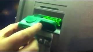 Cómo clonan las tarjetas de crédito y débito en los cajeros de los bancos