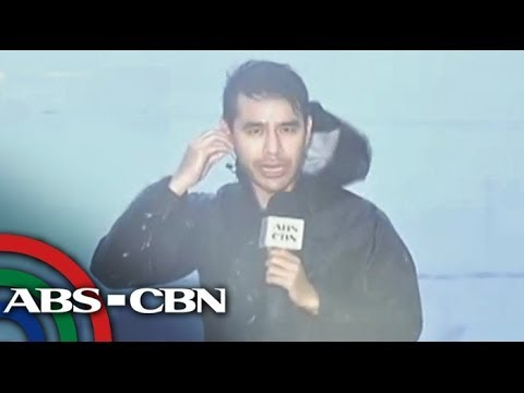 Storm surge hits Tacloban City