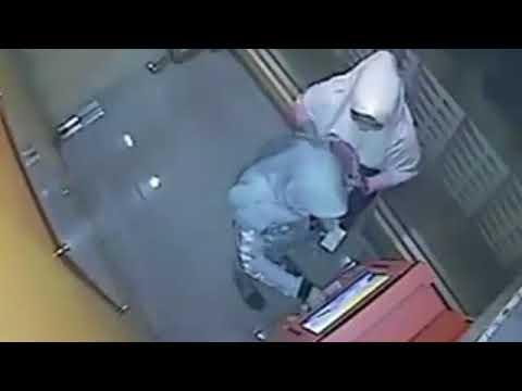 Nemu Dompet Berisi ATM, Dua Cewek Ini Terekam CCTV Kuras Rekening Jutaan Rupiah