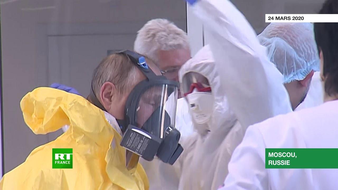 Covid-19 : Vladimir Poutine visite un hôpital pour patients contaminés