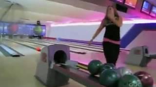 как надо бросать шар в боулинге