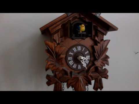 Cuckoo clock, battery operated