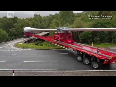[WATCH] Remarkable maneuver of trailer turning Scotland wind turbine over bridge