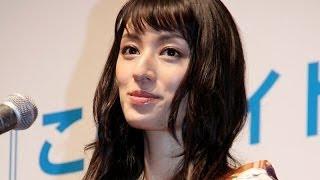 女優の栗山千明さんが10月10日、東京都内で行われたライトノベルの新人...