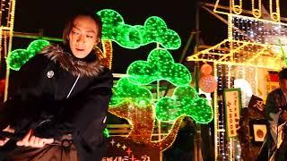 大阪城イルミナージュで開催されている笑撃武踊団の演じる光の街頭時代...