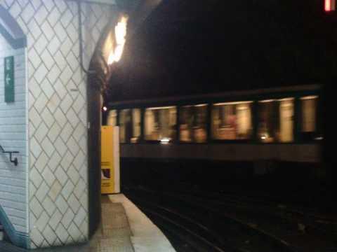 départ de metro [METRO STATION PORTE DAUPHINE, MF01, LIGNE 2]